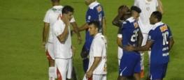 O Cruzeiro lutou muito para passar pela forte marcação do Boa Esporte (Foto: Tarcisio Badaró)