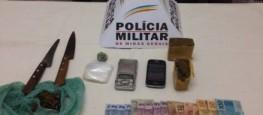Droga e dinheiro apreendida durante abordagem policial.                             Foto: PM Divulgação