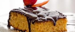 Bolo de Cenoura com cobertura de chocolate agrada muitos paladares. (Foto: Tudo Gostoso)