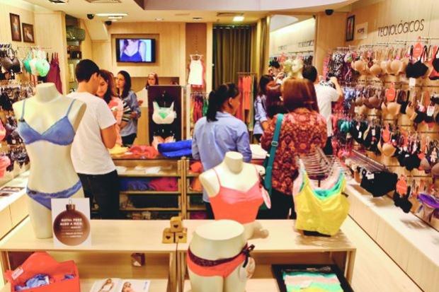 Lojas de vestuário são as que mais contratam no fim do ano